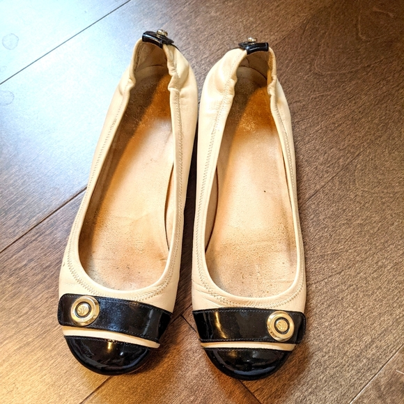Nude Stuart Weitzman flats with Patent leather